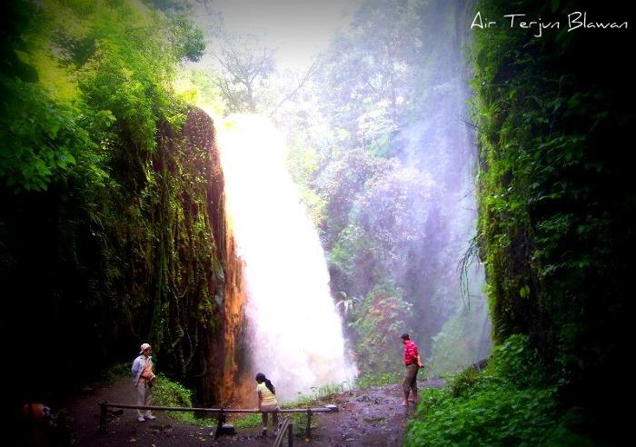 Foto: http://www.mday.info/images/news/1393009042Air-Terjun-Blawan.jpg