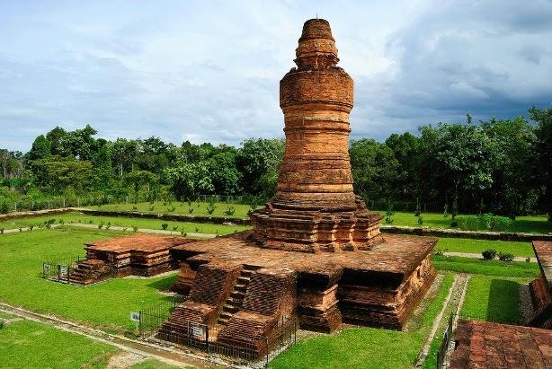 Candi Muara Takus. Peninggalan Kerajaan Sriwijaya di Riau