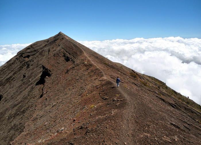 6 Gunung di Bali Yang Selalu Menunggu Untuk Didaki