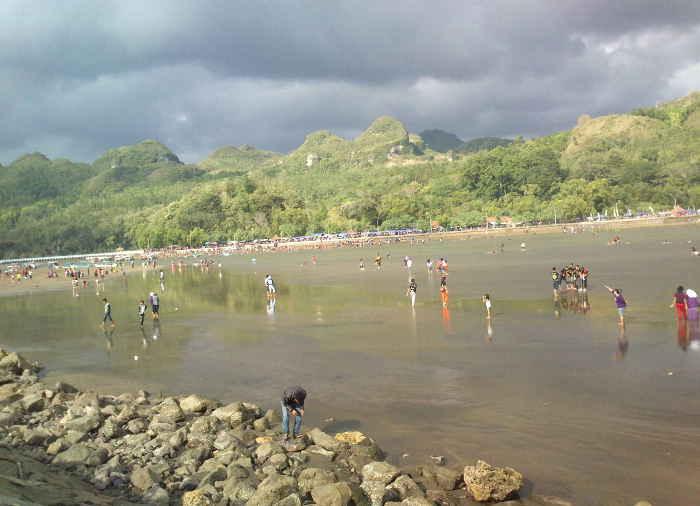 Pantai Ayah. Pantai Cantik Kesukaan Warga Kebumen