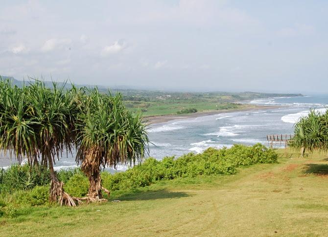 Puncak Guha. Perpaduan Bukit dan Pantai Yang Cantik di Garut