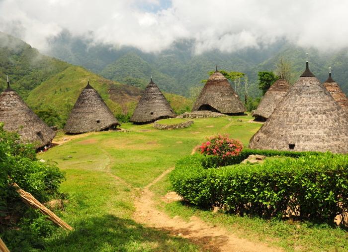 Wae Rebo. Desa Di Atas Gunung Yang Akan Membuatmu Semakin Kagum Dengan Flores