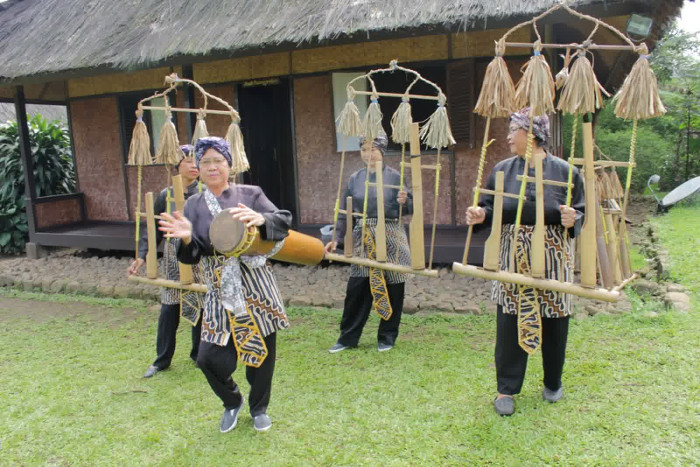 Tempat wisata Bogor: Kampung Budaya Sindangbarang