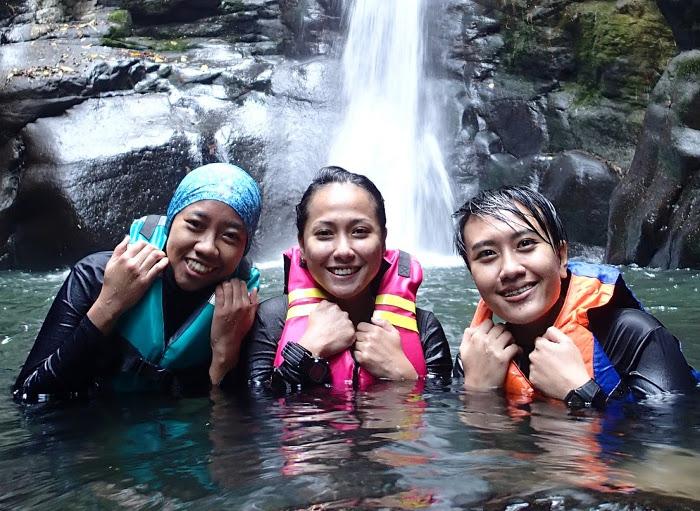 Curug Naga. Tempat Yang Seru Untuk Body Rafting di Bogor