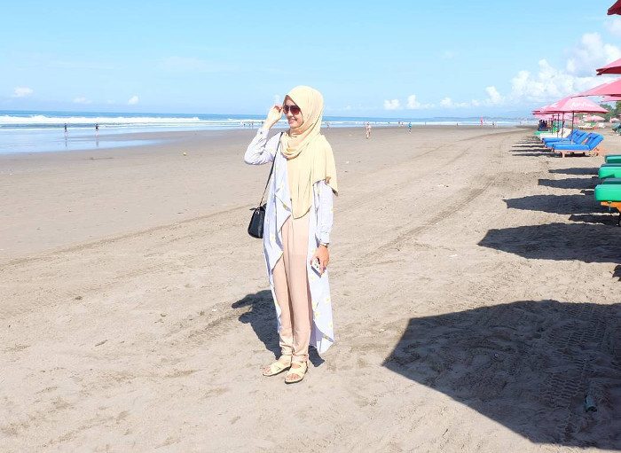 Seminyak. Pantai Cantik Yang Menggoda Iman di Badung, Bali