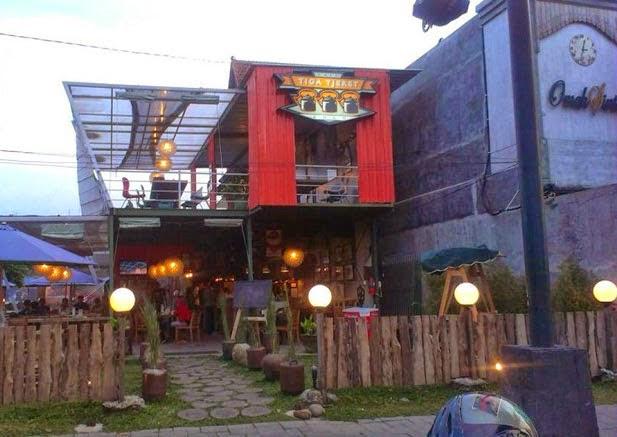 Cafe Tiga Tjeret. Tempat Nongkrong Cozy di Solo Dengan Menu Yang Merakyat