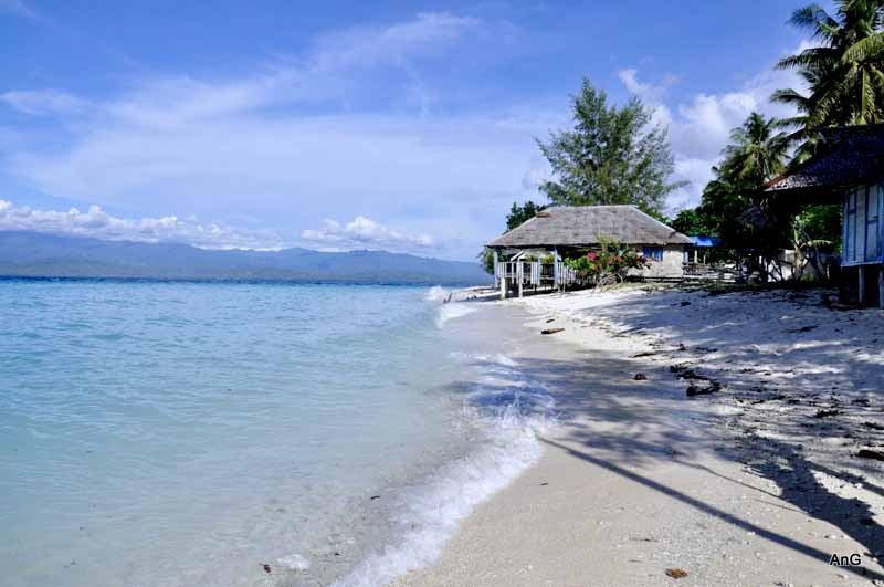 Pasir Putih Tanjung Karang (Source: campursatu.blogspot.co.id)