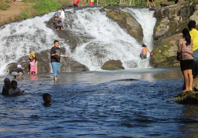 Mainan Air di Sumber Maron, Malang. Segerrr