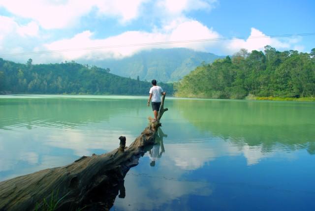 Telaga Warna. Spot Wisata Unggulan di Dieng