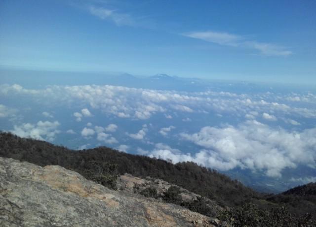 Benarkan Mendaki Gunung Bisa Mendekatkan Diri Kepada Tuhan?