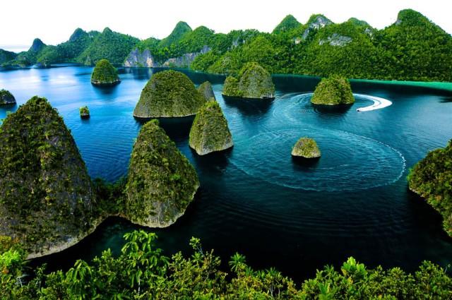 Foto: http://indonesia.travel/assets/img/media/images/upload/poi/wayag-07192014Raja%20Ampat.jpg