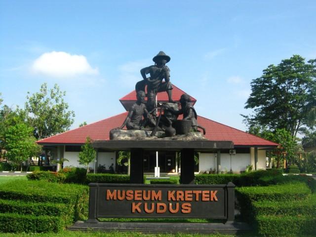 Foto: https://picture.triptrus.com/image/2014/06/museum-kretek-1.jpeg