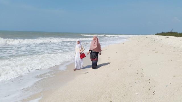 Foto: http://indah-haya.blogspot.co.id/2015/07/pantai-pasir-putih-remen-tuban.html