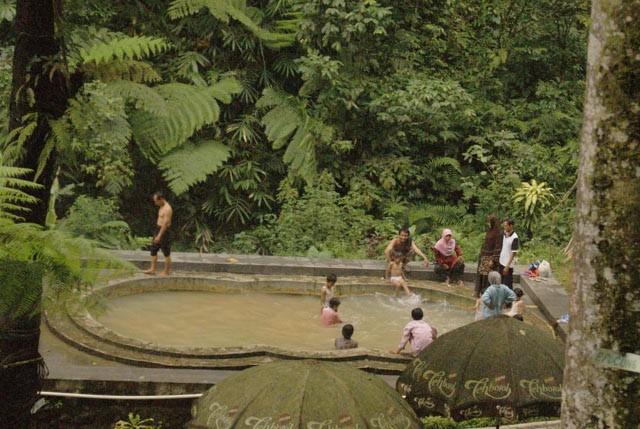 Foto: https://coretanpetualang.files.wordpress.com/2011/01/kolam-besar.jpg