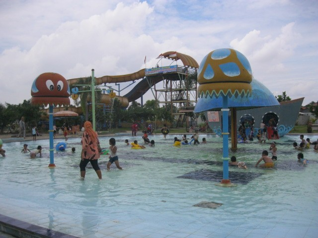 Foto: http://www.k2911fm.com/2012/12/memasuki-liburan-sekolah-waterpark.html