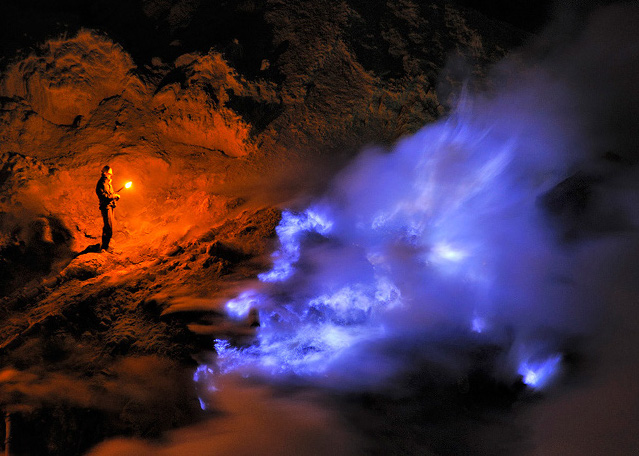 Foto: http://www.boston.com/bigpicture/2010/12/kawah_ijen_by_night.html