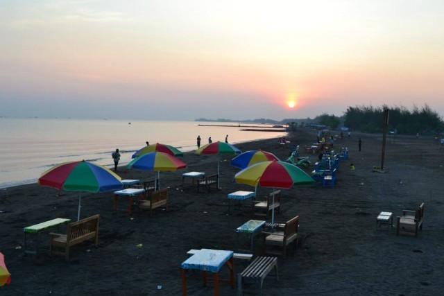 Foto: http://wisatategal.com/wisata-130932-pantai_alam_indah_pai.html