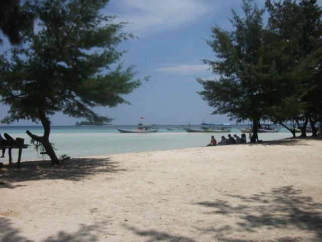 Foto: https://bayuubay.wordpress.com/2010/10/18/pulau-geleang/