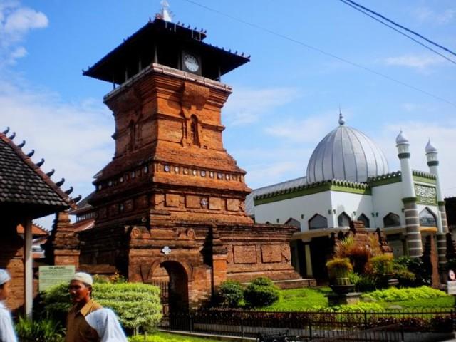 Menara Kudus. Landmark Ikonik dan Bersejarah di Kudus