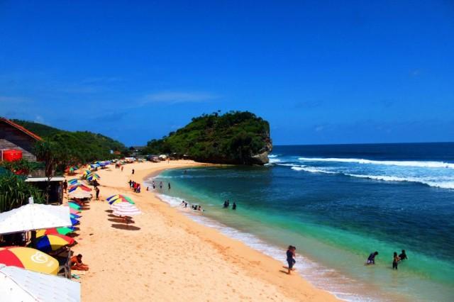 Foto: http://nginepmana.com/wp-content/uploads/2015/04/Pantai-Indrayanti.jpg