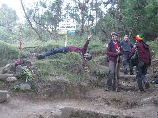 Foto: http://www.setapakkecil.com/2013/04/gunung-lawu-cemoro-kandang.html