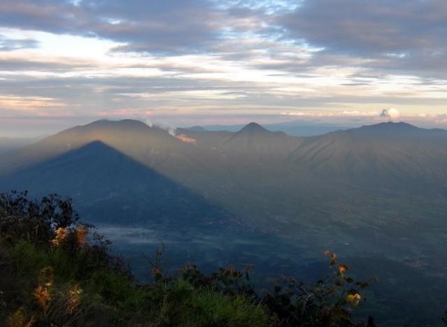 3 Gunung di Garut Yang Selalu Siap Untuk Didaki