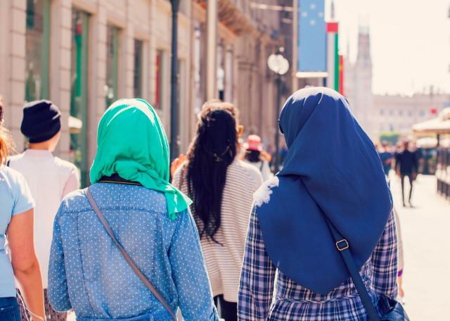 7 Rekomendasi Aplikasi Smartphone Untuk Traveler Muslim