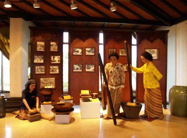 Foto: http://indoturs.com/wp-content/uploads/2014/07/Museum-Jamu-Nyonya-Meneer-3.jpg