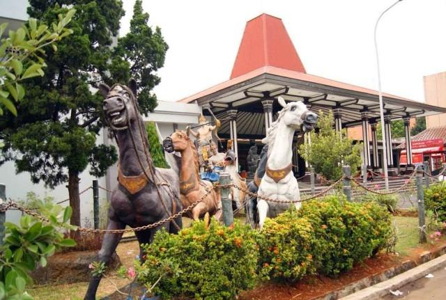 Foto: http://www.semarangplus.com/wp-content/uploads/blogger/-UUBlRPfaUa0/VDU64bNzPqI/AAAAAAAAAoE/KoaftnT_6Is/s1600/Museum%2BRonggowarsito%2Bsemarang.jpg