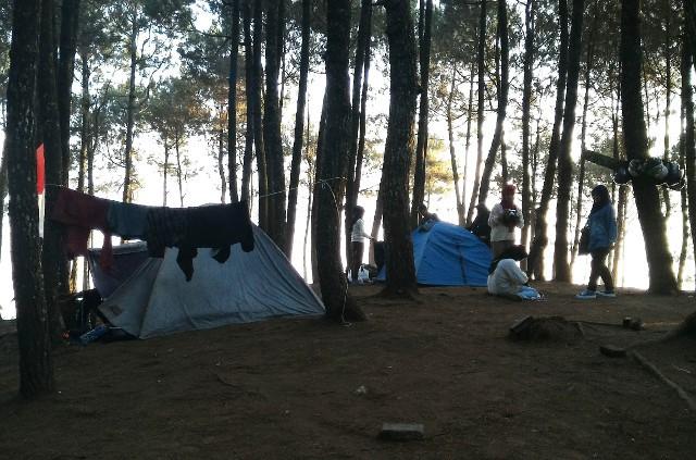 Foto: https://jarijariratih.files.wordpress.com/2015/08/camp-ground.jpg