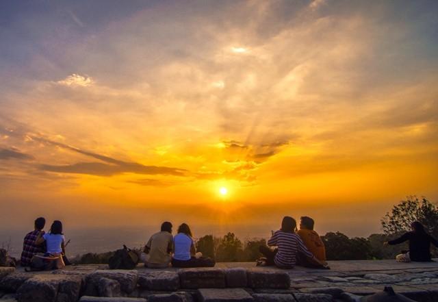 Foto: http://prasastibumi.tumblr.com/post/131420302182/sepasang-pasang-di-candi-ijo-selamat-menikmati