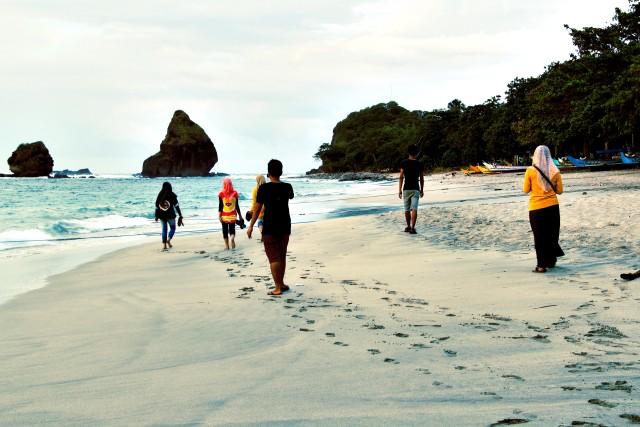 4 Mitos Tentang Pantai Papuma Yang Ngeri-ngeri Sedap