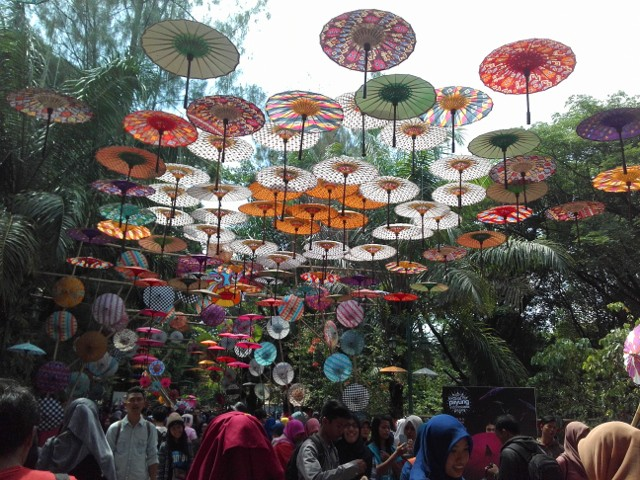Kemeriahan dan Keceriaan Festival Payung Solo