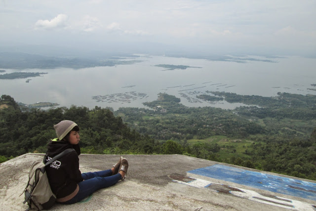 Waduk Gajah Mungkur dari Bukit Gantole. Foto: http://2.bp.blogspot.com/-CoHm64KUDv8/VSi-XgyDpgI/AAAAAAAAAGc/jTxA5wxIEUU/s1600/IMG_0036.JPG