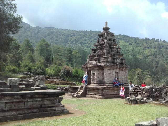 8 Candi di Jawa Tengah Yang Berada di Lereng Gunung