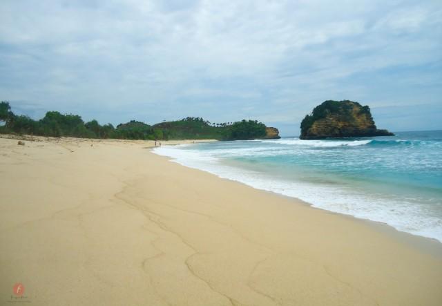 Pantai Ngudel. Si Cantik Yang Kesepian di Malang Selatan