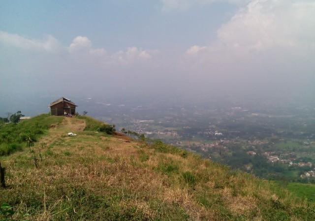 Bukit Alesano. Tempat Camping Baru di Bogor Yang Tak Bikin Capek