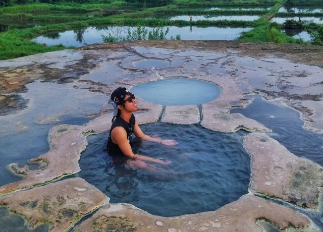 Gunung Peyek. Pemandian Air Panas di Tengah Sawah Yang Unik di Bogor