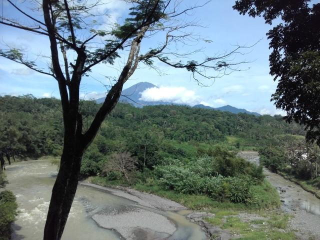 Gunung Sumbing dari Taman Kyai Langgeng